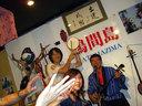 「鳩間島」のステージで吉川さんと