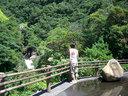 竜神の滝を眺める