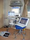 3台のコンピューターと外付けHDDを使って作業中 ああ面倒くさい