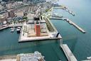 「門司港レトロ展望室」から「門司港ホテル」を見下ろす