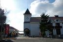 右側の建物が「神戸チーズ館」
