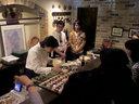 ジョニーさんも見守る中、荻堂シェフの料理デモ