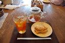 私はアイスマスカットティーと、求肥入り抹茶あんのたい焼きをオーダー