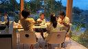 大王親子と食卓を囲む