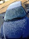 車にも雪が積もっている