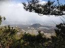 道中はひたすら険しいが、こんな絶景も望める 向こうに甲山と北山ダムが見える