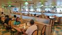 船内食堂の様子