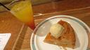 おがさわら丸オリジナルカクテルのコペペと船内で焼いたアップルパイ