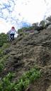 岩肌を上る