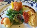 ルコラルッコラのキッシュとクネルの前菜のコラボ