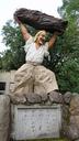 岩戸神社の入り口付近にあった像