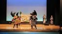 ダイナミックな舞踊の一幕