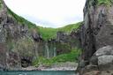 奥に見える2本の滝がフレペの滝 別名 乙女の涙