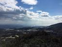樫ヶ峰山頂付近から 左は北山ダム、右には観音山に連なる稜線が見える