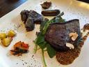モモ肉のステーキ 付け合わせは竜田揚げと丹波の野菜たち