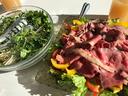 ローストビーフと菊菜サラダ