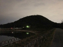 夕闇に染まる北山ダム畔