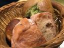 クネルと言えば自家製の各種パン