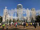 東遊園地はルミナリエの装い