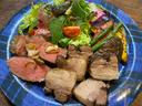 鹿と猪のステーキ食べ比べ